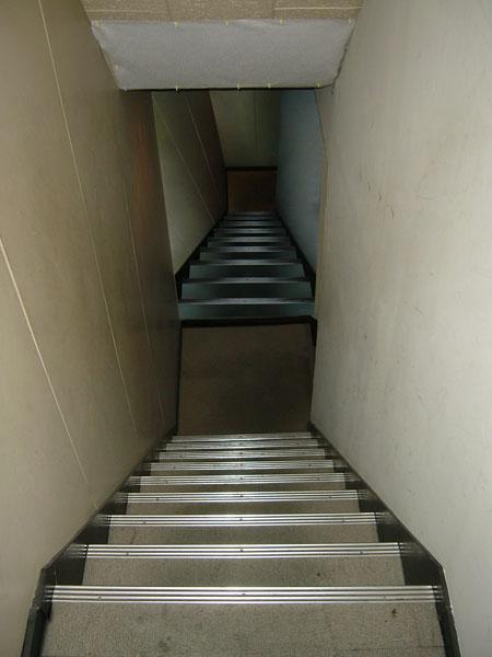 【トリック 壁画 階段】