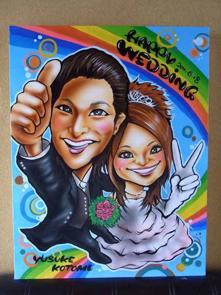 【似顔絵Welcomeボード 虹】  <p>背景を虹と模様を組み合わせて、デザインしました。</p> <p>ポーズもやや上からのアングルで動きのある絵として描かさせて頂きました。</p>