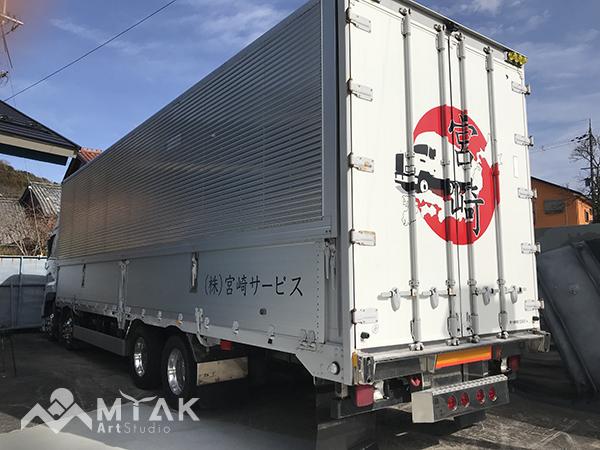 大型トラック 看板シート施工!